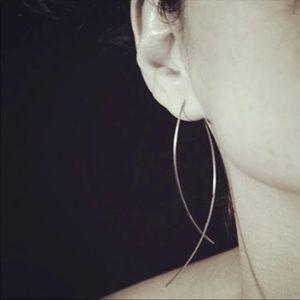 Jewelry - 🆕 Long drop Crossed Loop Earrings